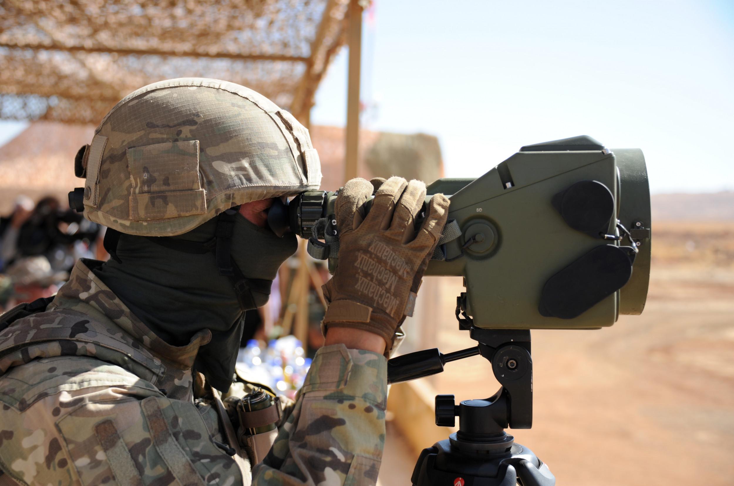 صورة صمت مريب وأهداف غامضة.. الجيش الروسي يبدأ باحتلال إحدى أغنى الدول العربية