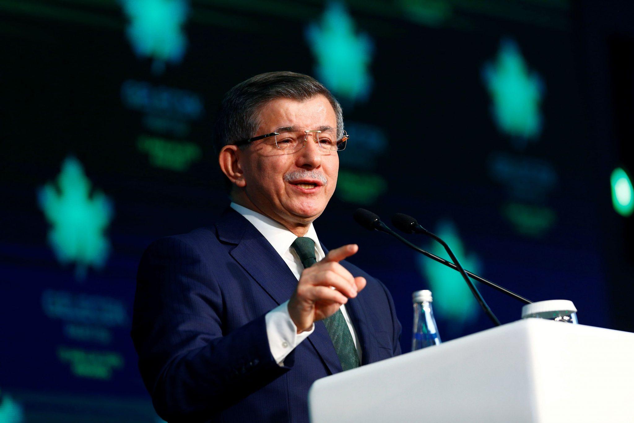 صورة انقلاب كبير على رئيس وزراء تركيا السابق