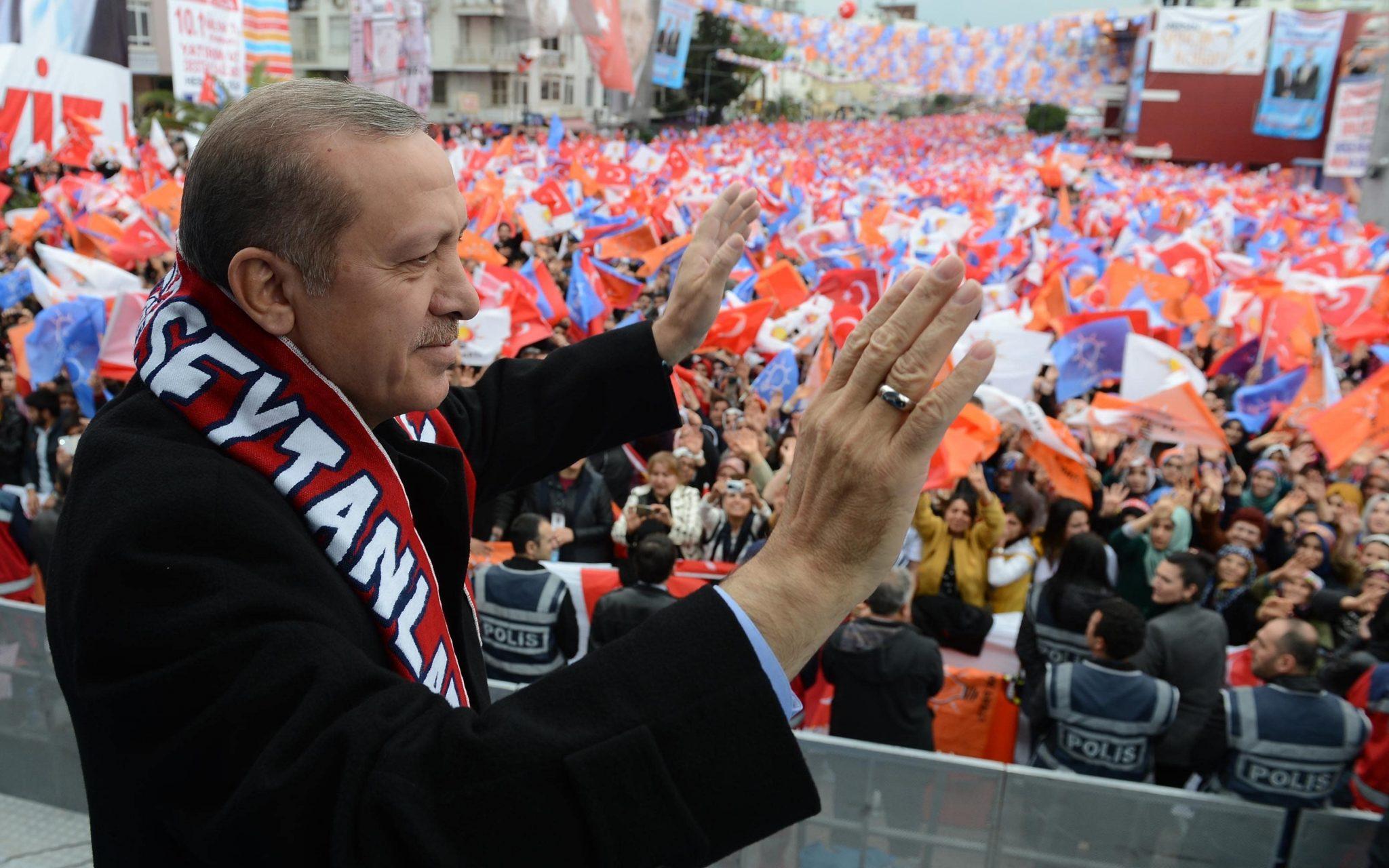 """صورة """"هدية على طبق من ذهب"""" يحصل عليها أردوغان"""