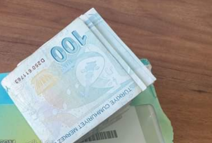 صورة رسائل دعم مالي جديدة تصل للسوريين.. هل سيحصل عليها الجميع؟