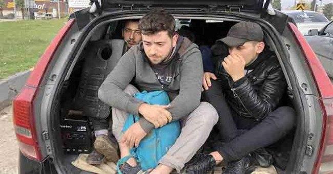 صورة بعد مطـ.ـاردة كبيرة.. الشـ.ـرطة التركية تعتـ.ـقل 12 مواطن سوري
