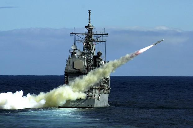 صورة غواصة الصواريخ الأمريكية الموجهة تصل الخليج.. ودولا عربية تتحرك