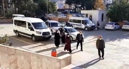 صورة الشرطة التركية تعتـ.ـقل 3 سوريين لن تصـ.ـدقو ماذا فعلو بالذهب