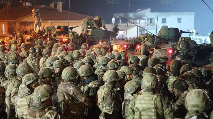 صورة لدى تركيا قـوات في إدلب يمكَنها من الوصول إلى حلب وحماة خلال 24 ساعة فقط.. مصدر يكشف عن مفاجأة كبيرة