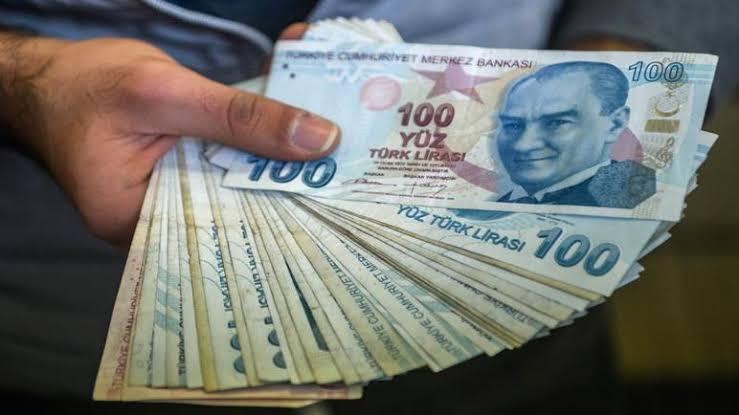 صورة الرسائل بدأت تصل لبعض السوريين.. دعم مالي جديد للشتاء.. هل هو للجميع؟ تفاصيل