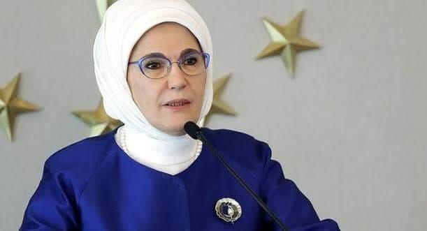 صورة السيدة أمينة أردوغان تطالب سكان تركيا بهذا الأمر
