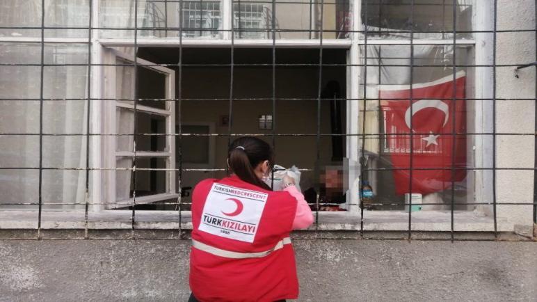 صورة بلدية تركية تبدأ بتوزيع سلل غذائية وتخصص رقم للتسجيل عليها.. التفاصيل