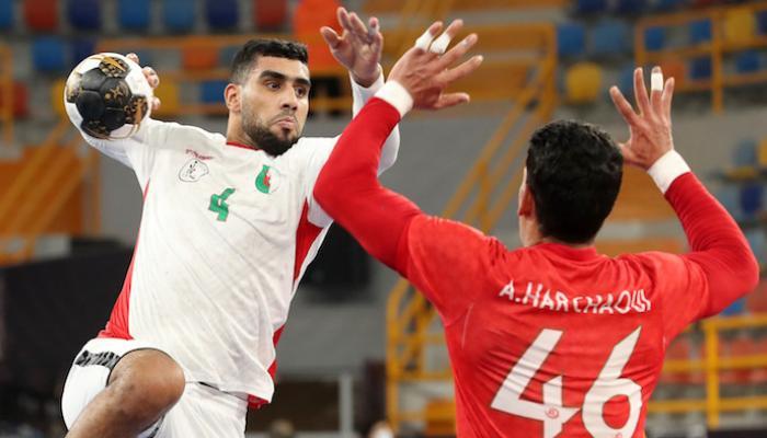 """صورة والرئيس يصفهم بـ """"الأبطال"""".. انتصار مثير للجزائر على المغرب- فيديو"""