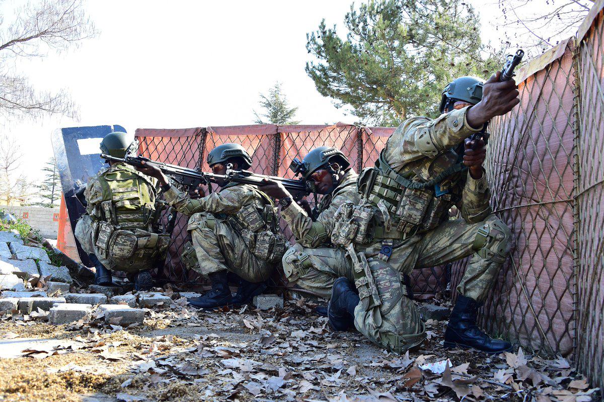صورة دخل القارة السمراء بقوة وقاعدة عسكرية هي الأكبر خارج حدوده.. الجيش التركي يؤسس جيشا قويا في افريقيا-فيديو وصور