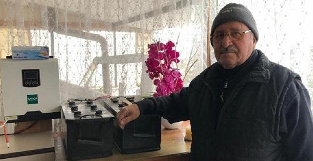 صورة مسن يطور نظاماً لتوليد الكهرباء ولم يدفع فاتورة كهرباء منذ 8 سنوات (فيديو)