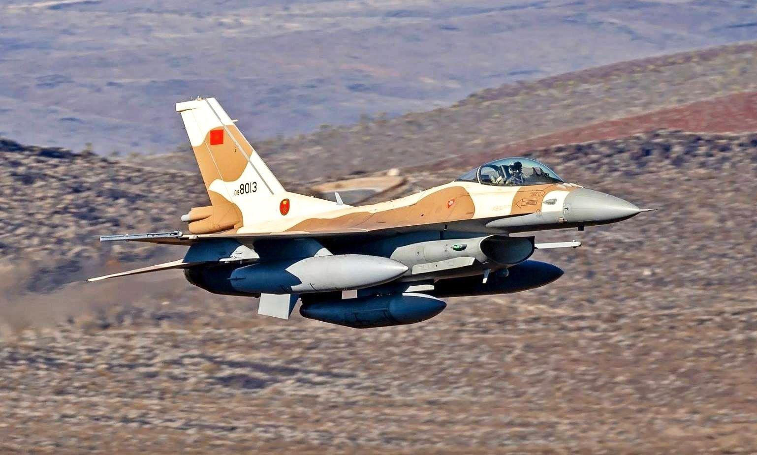 """صورة أجواء حرب.. صواريخ البوليساريو تنهمر على معبر """"الكركرات"""".. والمغرب يرد بقوة"""