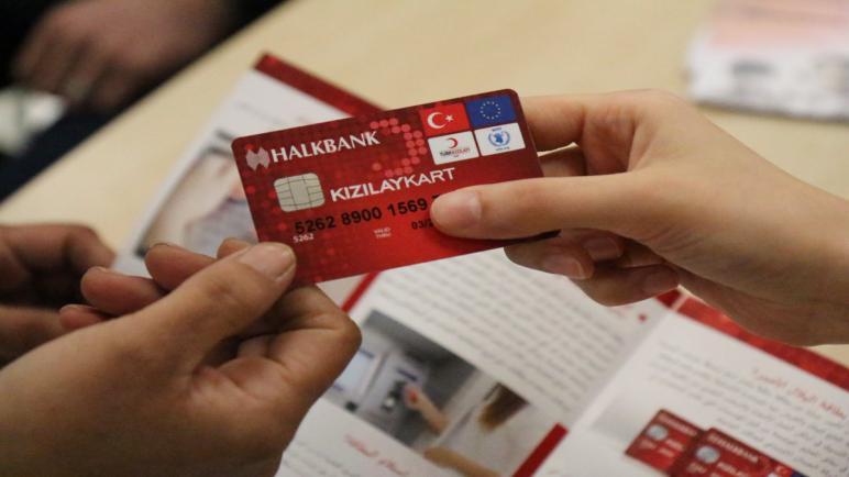 صورة الهلال الأحمر التركي يكشف سبب سحب الأموال من بطاقات المساعدات هذا الشهر
