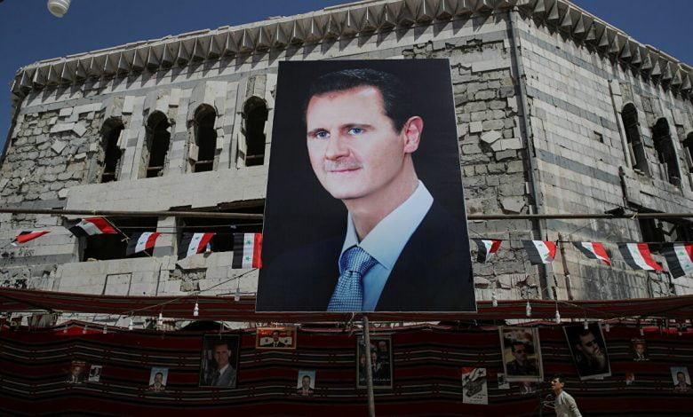 صورة صحيفة عبرية تتحدث عن خيارات إسرائيل خلال العام القادم في سوريا وموقف تل أبيب من نظام الأسد واستمراه بالسلطة