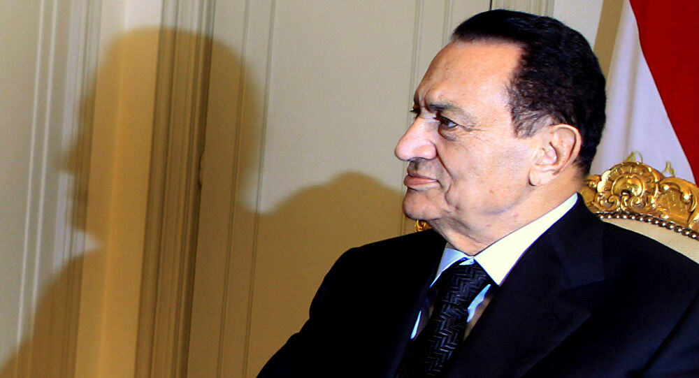 """صورة بعد 23 عاما.. الحارس الشخصي لـ """"مبارك"""" يكشف أسراره لأول مرة"""