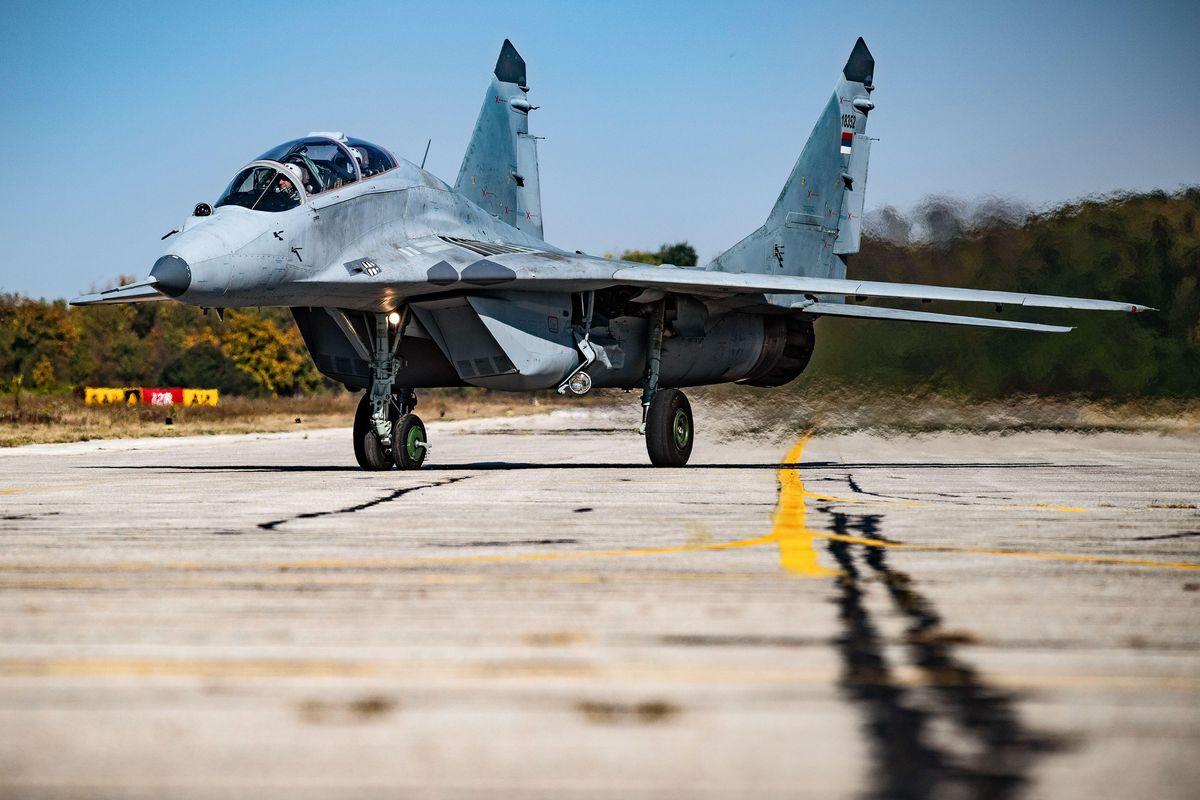 صورة صواريخ بعيدة المدى تدك أكبر قاعدة عسكرية لبوتين في سورية