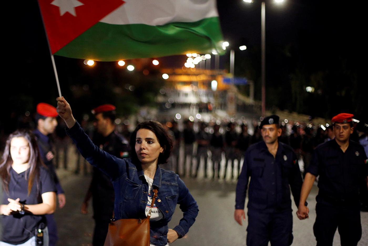 """صورة """"الشعب لم يعد يحتمل الضغوط"""".. برلمانيون يحذرون من ثورة أردنية"""