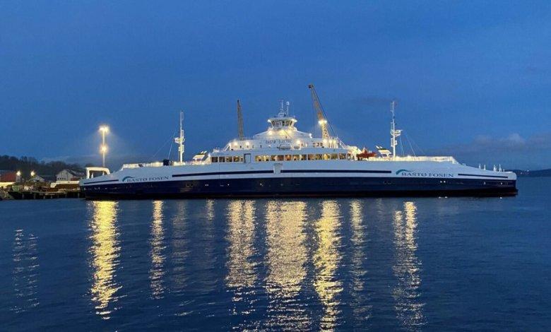 صورة عبارة كهربائية تركية ضخمة تبحر بالنرويج