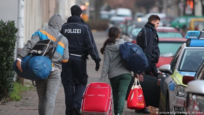 صورة نهاية مأساوية لشابين سوريين خلال رحلة لجوئهم من تركيا إلى أوروبا