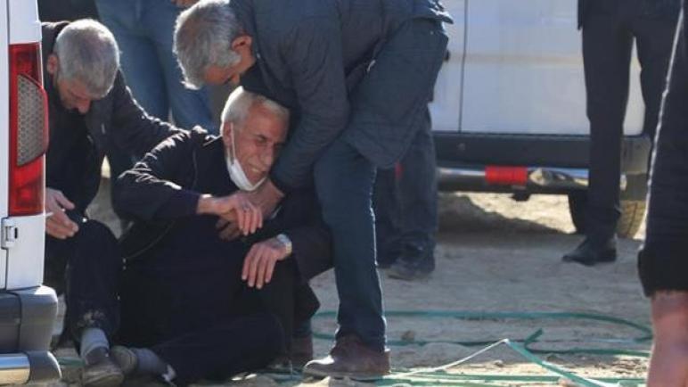 صورة مواطن تركي يقـ .ـتل اثنين من اشقائه أثناء العمل …امام والداه..والسبب؟؟