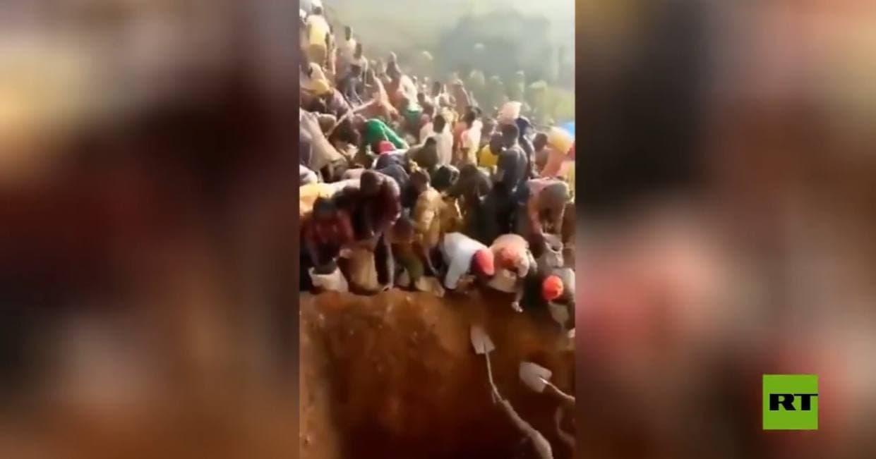 صورة كأنها القيامة.. بالفيديو العثور على جبل من الذهب في هذه الدولة والأهالي يبدأو بأخذه للمنازل-شاهد