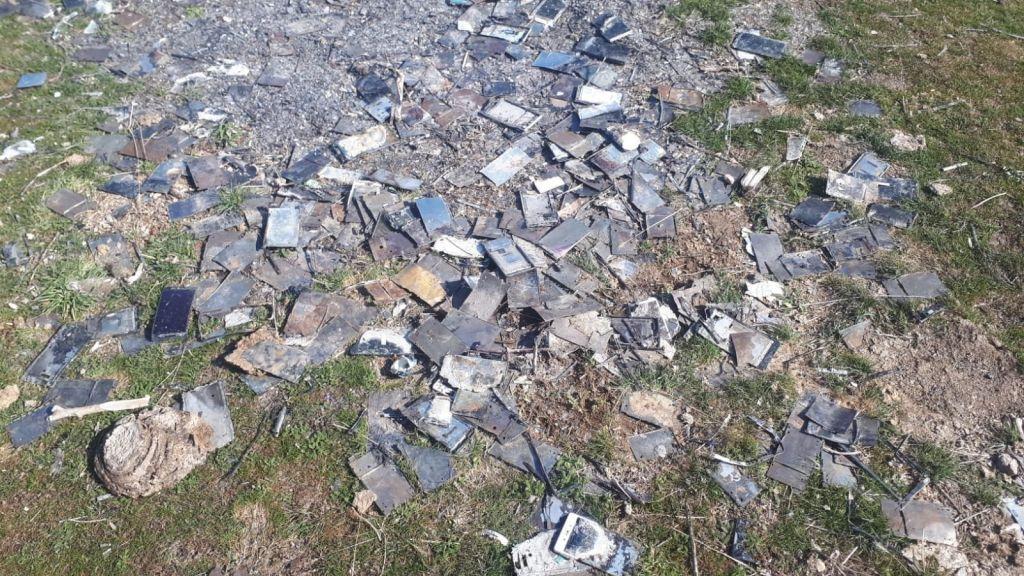 صورة ألف هاتف محمول محترق في تجده السلطات في هذه الولاية ماقصتهم