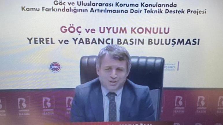 صورة مسؤول تركي يوجه رسالة لجميع السوريين وعموم اللاجئين في تركيا بشأن الحصول على وثائق للبقاء في تركيا