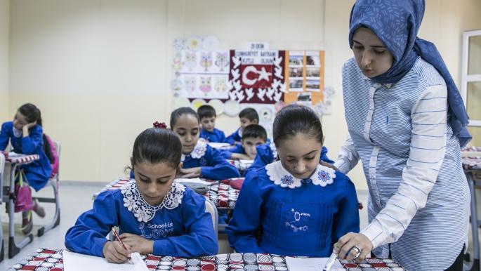 صورة المعلمون السوريون في تركيا… دمج بمعايير جديدة