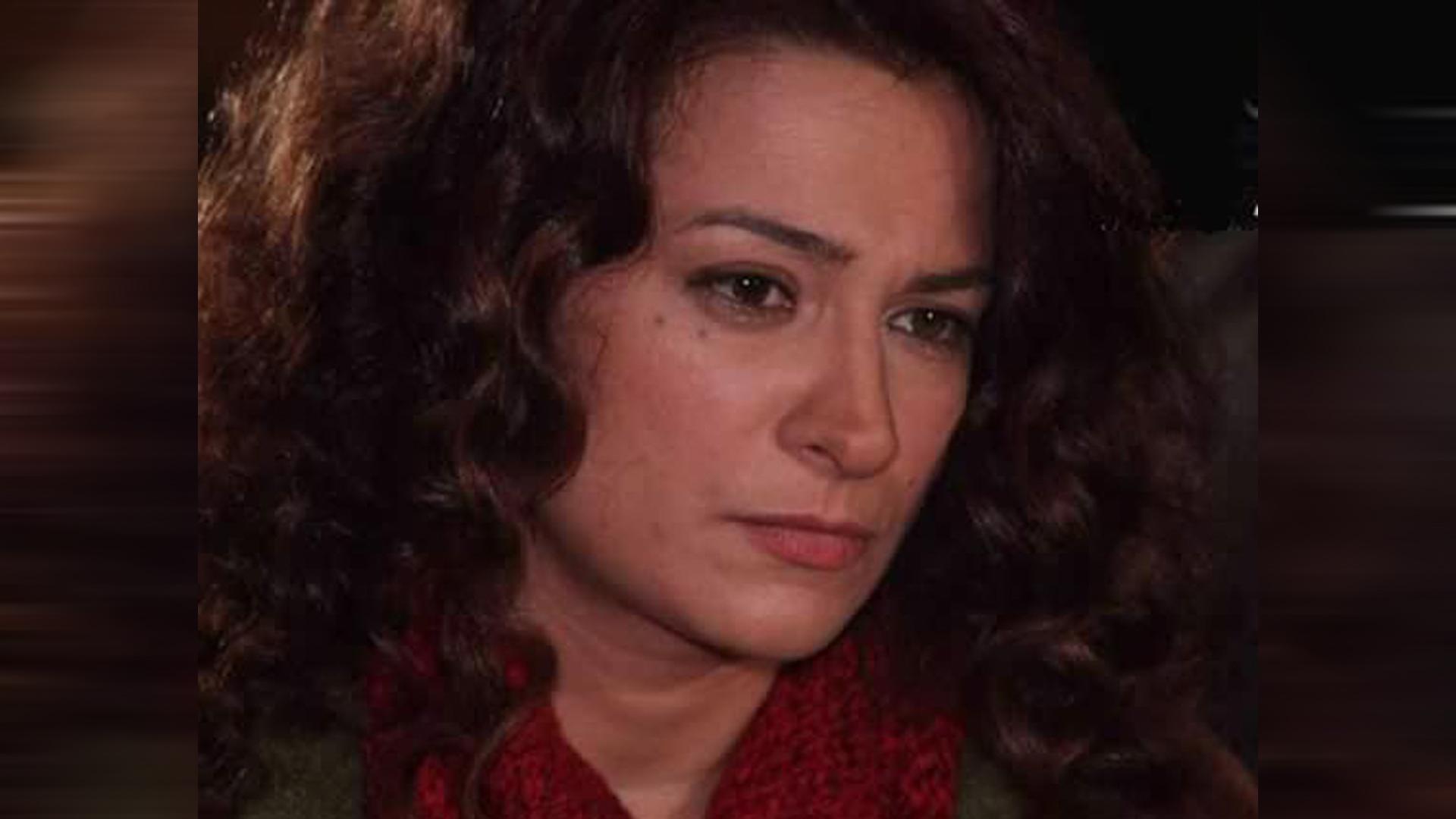 صورة الفنانة السوربة مي سكاف صاحبة الكلمة الحرة فقـ.ـيدة الثورة وملهمة الجيل الجديد