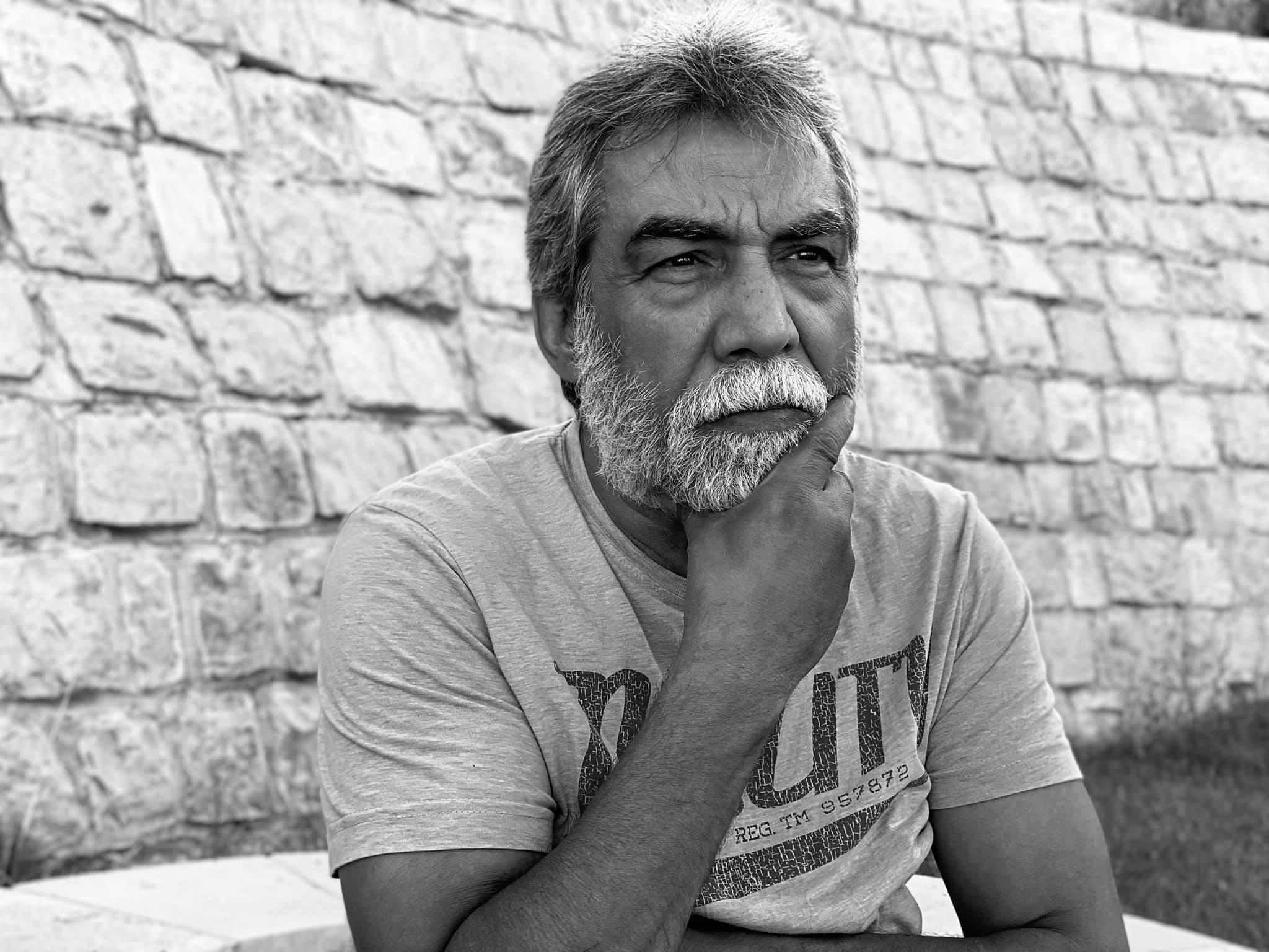 صورة الوضع صار بيخوف.. أيمن رضا يتعرض للسرقة وهذا ما كشف عنه- صورة