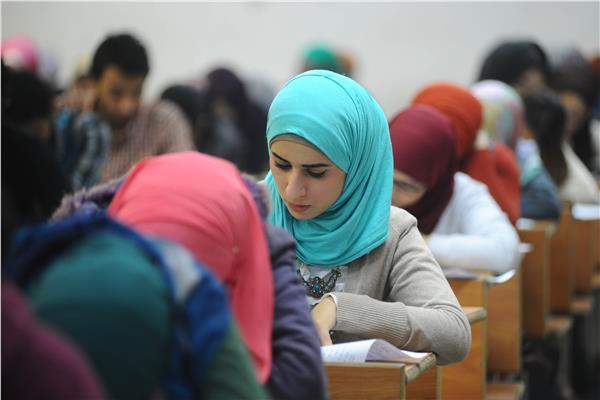 صورة حجاب طالبة صغيرة يطيح بمدير مدرسة ومعلمة في تركيا.. وتحرك عاجل للقضاء