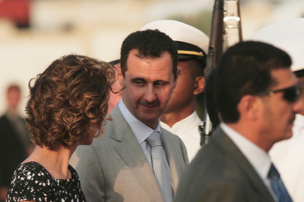 صورة بوتين يطعن بشار الأسد ويتحد مع زوجته اسماء الأخرس