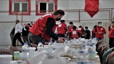 صورة الهلال الأحمر التركي ينظم إفطاراً رمضانياً للسوريين