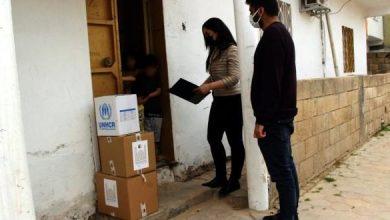 صورة حاكم تركي يصدر تعليماته بتوزيع مواد غذائية ومنظفات على السوريين المحتاجين