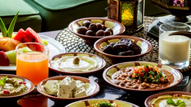صورة البعض يفضل الحواضر وآخرون يقتصرون على التمر والماء .. أشهر وجبات السحور لدى السوريين
