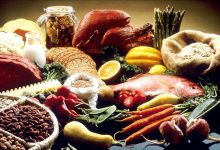 صورة مع اقتراب شهر رمضان المبارك .. أطعمة يجب تناولها وأطعمة يُنصح بالامتناع عنها