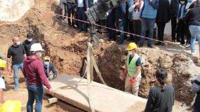 صورة شاهد لحظة فتح تابوت عمره 2400 عام في بودروم التركية , ماذا وجدوا فيها ؟