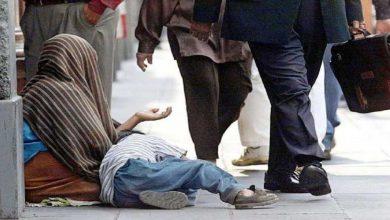 صورة مغربية تتسول بدمية على أنها رضيع وتدعي أنها من سوريا