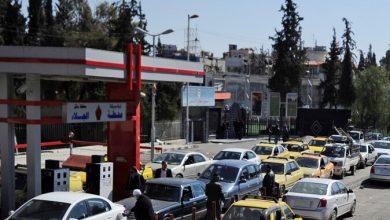 صورة موالون يشتمون بشار الأسد ونظامه في محطات الوقود والسبب
