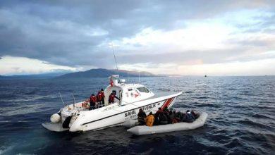 صورة خفر السواحل التركي ينقذ مهاجرين غير شرعيين في هذه الولاية