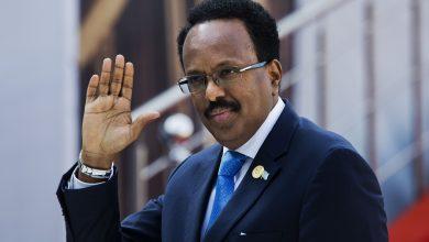 صورة عبر استقالته.. رئيس الصومال ينقذ بلاده من الفـ.ـوضى