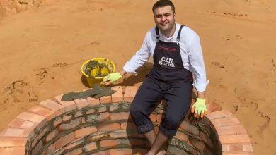 صورة شاهد الشيف التركي بوراك يحفر حفرة عميقة في صحراء دبي.. ما السبب؟