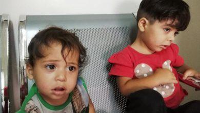 """صورة """"سامحني أرجوك.. إنهما بحاجة ماء وطعام"""" .. أب يترك طفلتيه في دمشق بسبب الفقر"""
