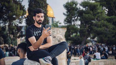 """صورة لأجل الشعب السوري.. """"يوتيوبر"""" فلسطيني يرفض إجراء مقابلة مع قناة روسية"""