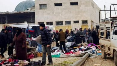 صورة بحثاً عن لقمة العيش.. شركة بريطانية تجذب مئات الشبان في الشمال السوري