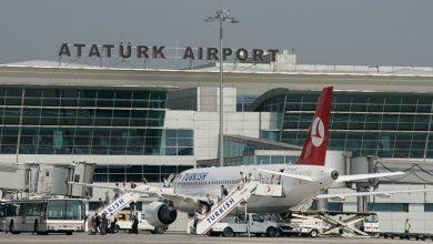 صورة شاهد..في مطار أتاتورك بإسطنبول سوريان ملفوفان بورق ألمنيوم