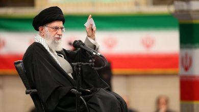 """صورة سابقة من نوعها.. رئيس إيران السـ.ـابق يتحـ.ـدث عن اقتـ.ـراب موعـ.ـد هـ.ـزيـ.ـمة """"خامـ.ـنئي"""""""